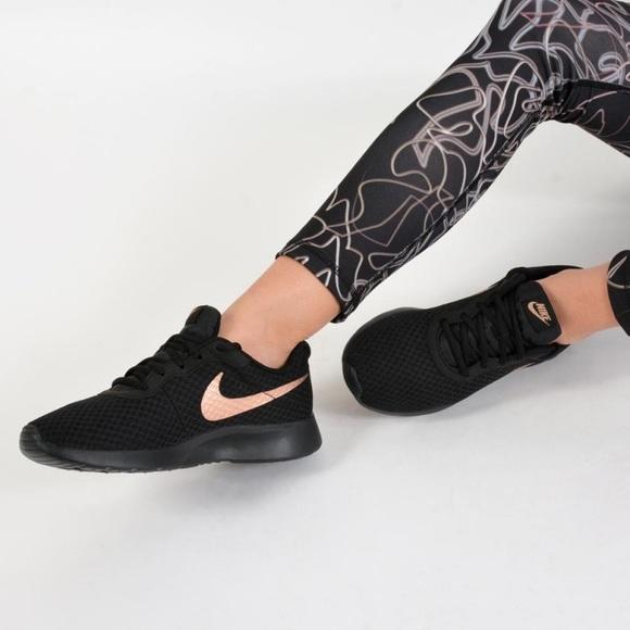 Nike Tanjun Blackgold Sneaker 65